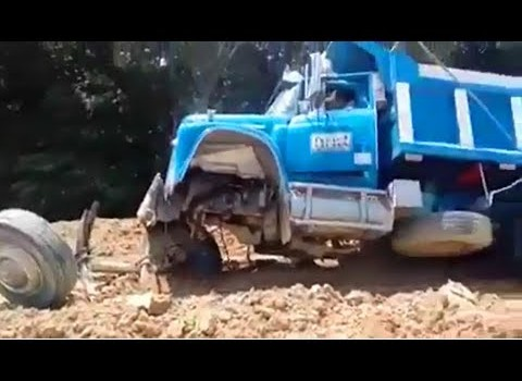 Hilarious Incident Heavy Equipment Truck Recovery Fails
