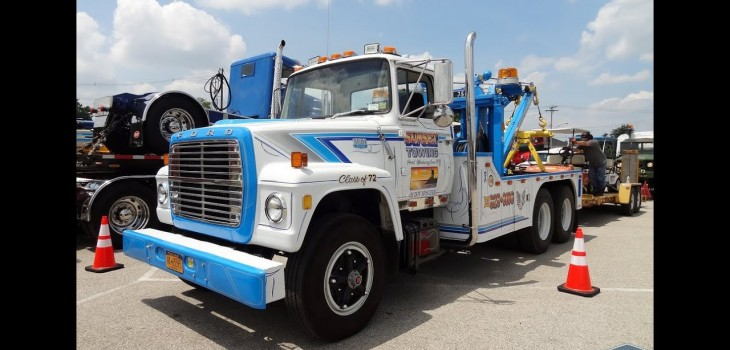 1972 Ford Louisville with Holmes 750 Wrecker